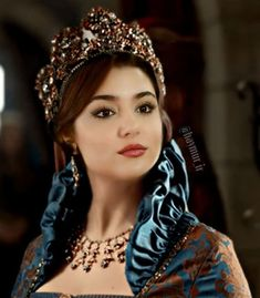 Murat And Hayat Pics, Cute Girl Drawing, Hande Ercel, Girl Attitude, Turkish Beauty, Cute Beauty, Shining Star, Turkish Actors, Girl Photography