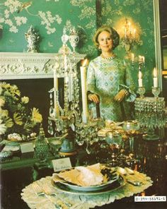 The Glam Pad: The Lauders' Palm Beach Mansion: A Snapshot in Time Beach Dining Room, Dining Rooms, Gracie Wallpaper, Botanical Bedroom, Beach Mansion, Grand Art, Palm Beach Gardens, Art Deco Furniture, Town And Country