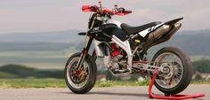 L' azienda motociclistica Terra Modena si affida alla matita di Antonio Sassi nel definire le forme del suo nuovo progetto dal nome Terra Modena 198. Il de