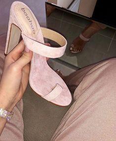 Cute Shoes Heels, Pretty Shoes, Sock Shoes, Beautiful Shoes, Shoe Boots, Shoes Sandals, Shoes Sneakers, Dream Shoes, Crazy Shoes