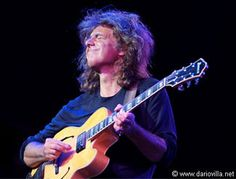You can name that guitarist in one note. That's how distinctive Pat Metheny's musicality is. His virtuosity is without question, as is his unorthodox and unique approach to playing.