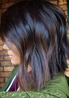 Lovely and charming dark brown chocolate hair colors and highlights for short to medium haircuts for This is one of the sophisticated styles for fashionable and gorgeous ladies to use in this year. No doubt these are awesome hair colors and shades t Medium Short Haircuts, Medium Hair Cuts, Medium Hair Styles, Short Hair Styles, Haircuts For Long Hair With Layers, Brown Hair Shades, Brown Blonde Hair, Light Brown Hair, Medium Dark Brown Hair