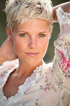 - Short Blonde Hair – New Hair Styles Cuts Very Short Hair, Short Hair Cuts, Short Hair Styles, Pixie Cuts, Short Pixie, Love Hair, Great Hair, Pixie Hairstyles, Cool Hairstyles