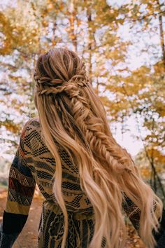 A Beautiful October Day in Vermont - Barefoot Blonde by Amber Fillerup Clark : Double Wrap Fishtail Braid Fancy Hairstyles, Box Braids Hairstyles, Teenage Hairstyles, Bohemian Hairstyles, Summer Hairstyles, Half Braided Hairstyles, Hairdos, Natural Hairstyles, Barefoot Blonde