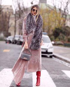 Thassia Naves usou rosa millenial na semana de moda de Paris (Foto: Reprodução/Instagram)