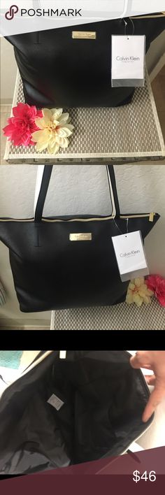 ✨🎉Calvin Klien black shoulder tote ✨👛 Brand new large Ck black with gold zipper and black and white straps . Very cute faux leather ! Calvin Klein Bags Shoulder Bags