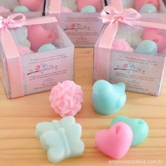 Several models of souvenirs for baby shower or baby shower that I selected ! Decorative Soaps, Baby Favors, Baby Shawer, Homemade Soap Recipes, Soap Packaging, Home Made Soap, Handmade Soaps, Baby Decor, Soap Making