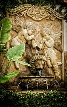 Winged lion and cherubs fountain, France Voyage Visuel