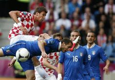 Croatia's Mario Mandzukic and Italy's Giorgio Chiellini fight for the ball during their Group C Euro 2012 soccer match at the ctiy stadium in Poznan