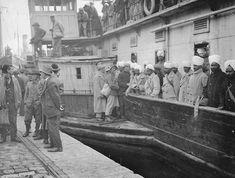 13 Kasım 1918-de İstanbul işgal edildi. İşgalden birkaç gün sonra Karaköy-e bir İngiliz gemisi yanaşır