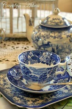 Classic white and blue china tea set Blue Dishes, White Dishes, Blue And White China, Blue China, Tea Cup Saucer, Tea Cups, Café Chocolate, Teapots And Cups, Tea Service