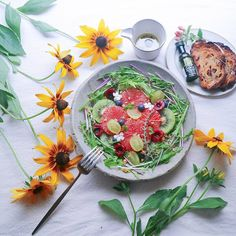 ♡Morning salad. . *Tuesday* . さっぱり爽やかな水菜とフルーツのサラダでおはようございます(*´∀`*)ノ . . *フルーツサラダ .(紫水菜、レッドグレープフルーツ、キウイ、葡萄、アメリカンチェリー、ブルーベリー、胡桃、ミント) *胡桃レーズントースト . オリーブオイルとレモンと黒胡椒のドレッシングでいただきます♡♡ . 3連休のうち2日は自宅に引きこもりでした(σω-)。о゚ やったことと言えば.. 毎年恒例の赤紫蘇の濃縮ジュースを作ったことぐらいで.. あとはダラダラと過ごしpostも2日連続お休みしちゃいました . 週明け初日、気合いだぁ~⤴⤴ 今週は1日少ないですねニヒヒ♪♪ . . #おうちごはん #おうちカフェ #朝ごはん #豊かな食卓 #花のある暮らし #朝時間 #ケノコト #テーブルフォト #デリスタグラマー #クッキングラム #サラダ #おいしい夏日本の夏