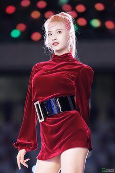#sana #twice 191006 SBS 슈퍼콘서트 인천 #feelspecial #superconcert #트와이스 #사나 #미나토자키사나 #トゥワイス #サナ Nayeon, Kpop Girl Groups, Korean Girl Groups, Kpop Girls, Twice Jyp, Tzuyu Twice, Asian Woman, Asian Girl, Sana Momo