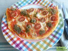 Receta de pizza de cherrys, mozarella y pesto http://www.lacocinaalternativa.com/2013/06/22/receta-de-pizza-de-cherrys-mozarella-y-pesto/