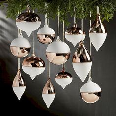 Awesome 55 Awesome Modern Christmas Decorating Ideas https://insidecorate.com/55-awesome-modern-christmas-decorating-ideas/