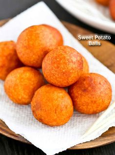 Only a few simple ingredients used in these gluten free Sweet Potato Balls deep fried to golden perfection. They make a tasty tea time or snack time treat.Makes 30 sweet potato balls Sweet Potato Balls Recipe, Sweet Potato Recipes, Sweet Potato Cakes, Sweet Potato Dessert, Snack Recipes, Dessert Recipes, Healthy Recipes, Tasty Snacks, Easter Recipes