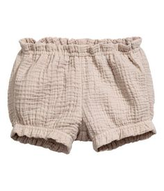 Light taupe. BABY EXCLUSIVE/CONSCIOUS. Short puff pants in crinkled, woven fabric made from organic cotton. Elasticized waistband and elasticized hems.