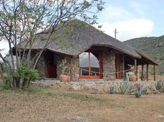 Rondavel - Picture of Carmens Guest House and Ostrich Farm, Oudtshoorn - Tripadvisor Resort Plan, Reptile House, African House, Traditional Style Homes, Thatched Roof, Unusual Homes, Lodge Decor, Cabins And Cottages, Round House