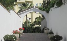 Fuengirola Centro Fuengirola Located in Fuengirola, Fuengirola centro con parking offers an outdoor pool. This self-catering accommodation features free WiFi. The property is 2.4 km from Los Boliches and 400 metres from Zoo Fuengirola.