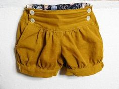 Does anyone know of an adult pattern similar to these childrens shorts? Stylish Baby Clothes, Vintage Kids Clothes, Handmade Baby Clothes, Baby Kids Clothes, Short Bebe, Short Niña, Baby Girl Dress Patterns, Baby Dress, Little Fashion