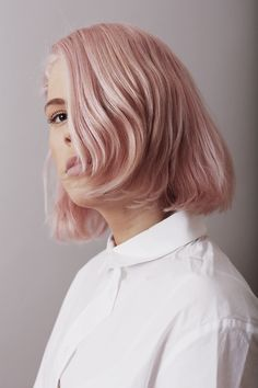 Hair accessory pastel hair hair dye pink pink hair short hair white shirt natural makeup look Cabelo Inspo, Hair Cute, Pastel Pink Hair, Pink Short Hair, Pink Grey Hair, Rose Pink Hair, Pink Blonde Hair, Peach Hair, Coloured Hair