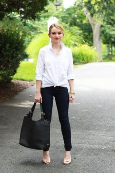 Keeping her look classic and simple, Cathy shares How To Style James Jeans Twiggy Leggings with an iconic white button down and nude heels. White Button Down Shirt, White Shirts, White Blouses, Button Downs, Levis Jeans, Capsule Wardrobe, Casual Chic, Collared Shirt Outfits, Black Jeans Women