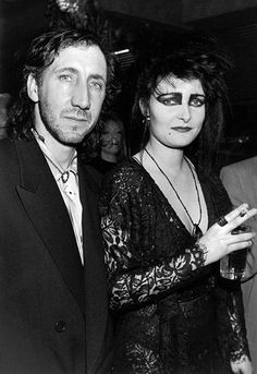 Pete Townshend of The Who with singer Siouxsie Sioux of Siouxsie and the Banshees at the launch of Townsend's campaign against heroin. Siouxsie And The Banshees, Siouxsie Sioux, Punk Rock, Rock N Roll, Dark Wave, John Entwistle, Pete Townshend, The New Wave, Ice Queen