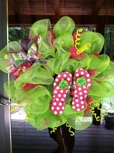 Flip flop wreath ~ mom I want this for door going to pool :))