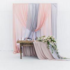 226 отметок «Нравится», 3 комментариев — Свадебное Агентство.Москва и (@morozova_wedding) в Instagram: «Нежность Летящие ткани , в сочетании с брутальной фактурой стола , привезённого из Франции Мы…»