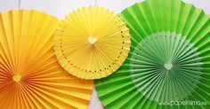 Ideas DIY: una fiesta a todo color Diy Party Decorations, Paper Decorations, Paper Fans, Paper Flower Tutorial, Diy Décoration, Diy Home Crafts, Valentines Diy, Flower Making, Paper Flowers