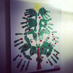 New family tree ideas childcare christmas ornament ideas Homemade Christmas Tree, Christmas Tree Garland, Christmas Tree Painting, Small Christmas Trees, Christmas Tree Decorations, Family Christmas, Christmas Ideas, Christmas Crafts, Tree Tattoo Back