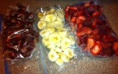 I am all about my smoothies these days. The frozen fruit is a little pricey, and fresh fruit can go bad if you do not use it within a few days. How to Freeze Fresh Fruit -Stock up on fresh fruit when it's on sale, then freeze for smoothies on the cheap! Frozen Fruit, Frozen Meals, Fresh Fruit, Healthy Snacks, Healthy Recipes, Vegetarian Recipes, Get Thin, Freezer Cooking, Canning Recipes