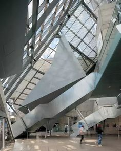 UFA-Cinema Center in Dresden by Coop Himmelblau