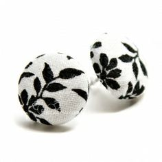 Great video tutorial for making your own fabric button earrings!