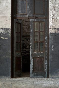 youbroketheinternet:    Open doors