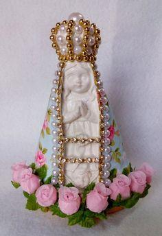 Nossa Senhora Aparecida Baby, decorada com tecido, pérolas e strass.  tamanho: 15 cm.