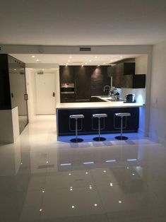Exceptional modern kitchen room are readily available on our internet site. Have a look and you wont be sorry you did. Luxury Kitchen Design, Kitchen Room Design, Home Room Design, Kitchen Cabinet Design, Home Decor Kitchen, Modern House Design, Interior Design Kitchen, Kitchen Ideas, Kitchen Cabinets