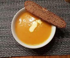 Kürbissuppe mit Süßkartoffeln und Karotten