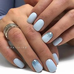 Semi-permanent varnish, false nails, patches: which manicure to choose? - My Nails Blue Gel Nails, Light Blue Nails, Blue Glitter Nails, Short Gel Nails, Blue Acrylic Nails, Blue And White Nails, Zebra Nails, Ten Nails, Nagellack Trends