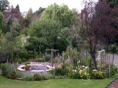 Julia Jones Garden Design - Garden designer in Weybridge, Surrey - Portfolio pages