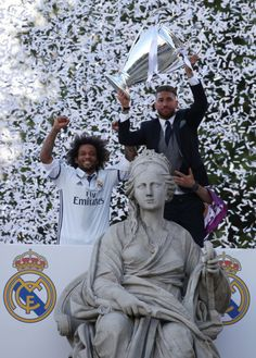 Captain Ramos lifts La Duodécima trophy at Cibeles | June 4, 2017 Madridistaforever - A Real Madrid Blog (semi-hiatus)  Champion's league, Marcelo Vieira, campeones,
