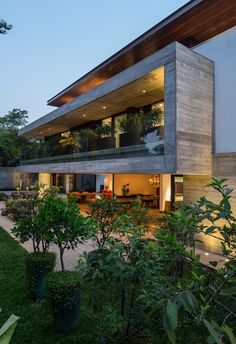 Completed in 2014 in São Paulo, Brazil. Images by Evelyn Müller. . The project was guided by important desires of the residents; a contemporary design allied with a predominant use of concrete and glass and...