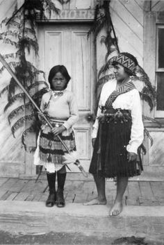 Two girls standing in front of the meeting house at Pipiriki in Maori costume worn over European clothes. The girl on the left is holding a taiaha. Abstract Sculpture, Sculpture Art, Metal Sculptures, Bronze Sculpture, Polynesian People, Polynesian Art, James Ingram, Maori People, Maori Designs
