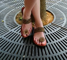 d317673a6 FiFeet sandals - Gold Bijou - I love these and yes! they stay on your
