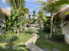 Meilleurs hôtels à Bali (à tous les prix) - Digital Nomadess Ubud, Glamping, Bungalow, Le Prix, Great Hotel, Golf Courses, Sidewalk, Travel, Outdoor Bathrooms