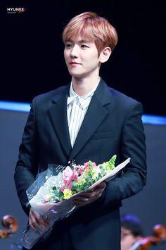 Baekhyun with flowers, a concept ❤️