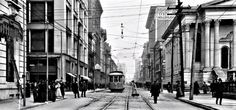Louisville 1906 -- The streets are lined with a surprising amount of people. Old Pictures, Old Photos, Louisville Kentucky, Places Of Interest, Historical Pictures, The Good Old Days, Past, Places To Visit, Old Things