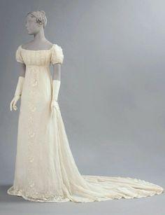 Os vestidos de noivas carregam referências da época até os dias de hoje.