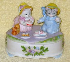 Kitty-Cucumber-Tea-For-Two-Porcelain-Music-Box-Schmid-Shackman-Limited-Edition