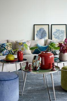 Ren Hvit FR1050, en klar og ren hvit farge. Fargen er klassisk og tradisjonell. Fargen er nesten transparent og gir inntrykk av luft. Myk opp den hvite veggen med fargerike detaljer, krukker og vaser#vaser#krukker#putene#Bluebellgray#DesignersGuild#vegg#RenHvitFR1050#teppe#Gulvex#småbord#Broste#puff#bilde#sofa#stue#lampe#table#livingroom#Fargerikt#inspirasjon#inspiration#Fargerike Bar Cart, Nest, Ikea, Furniture, Home Decor, Nest Box, Decoration Home, Ikea Co, Room Decor